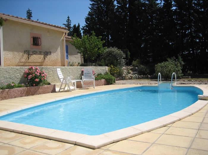 Vakantiewoning of vakantiehuis met zwembad vakantieverblijf in de provence zuid frankrijk - Huis design met zwembad ...